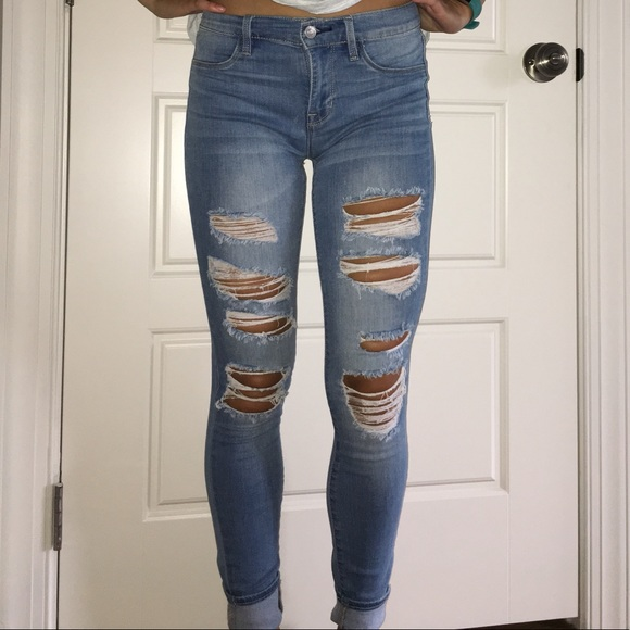 Women s mid wash ripped jeans!! Size 25. M 5b2d36a13c9844bc567d6e09 8ed50803f3